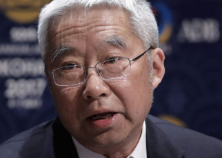 Yu Yongding served on the Monetary Policy Committee of the People's Bank of China from 2004 to 2006