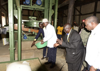 President Yoweri Museveni commissioning Kisara Coffee Factory at Kikwaya trading centre in Kakumiro District. He was flanked by the managing director Kamanyire Kalooli and Minister of Finance Matia Kasaija.